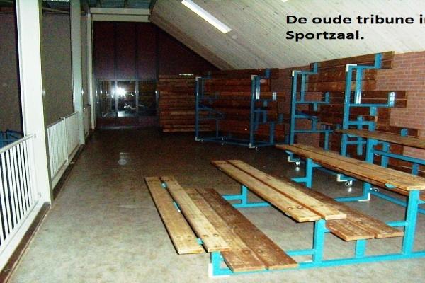 1._De_oude_tribune_in_de_Sportzaal_.jpg