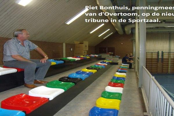 3._De_vernieuwde_tribune_in_de_Sportzaal,_2_.jpg