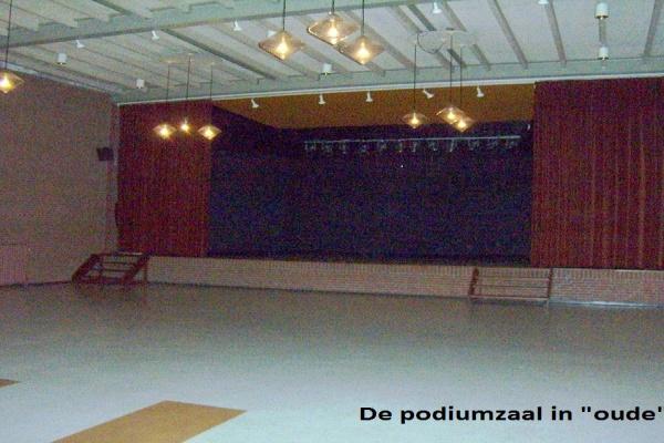 5._De_Podiumzaal_in_oude_staat_.jpg